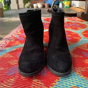 Urban outfitters suede booties with V on sides